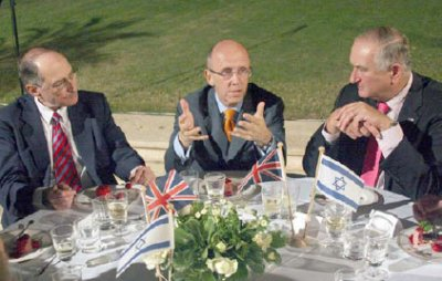 UK Trade and Investment Minister Lord Mervyn Davies speaking with Amnon Dotan (right) and Gad Propper (left) at a dinner with Israeli business leaders at the official residence of British Ambassador to Israel, Tom Phillips, in Ramat Gan on 19 May 2009