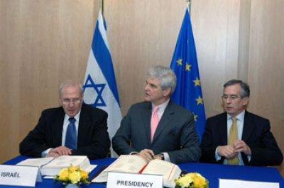 جلسة توقع الاتفاقية الاورو-متوسطية بين الاتحاد الاوروبي واسرائيل حزيران 2006 ( ارشيف المجلس الاوروبي)