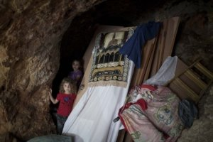 Palestinian girls stand in the cave where their family is living after Israeli forces destroyed their home in the East Jerusalem neighborhood of Silwan, 29 August 2013 (© ActiveStills.org)